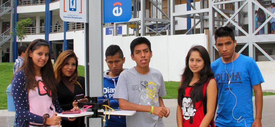 Universitarios contarán con cargadores de energía solar gracias a Entel