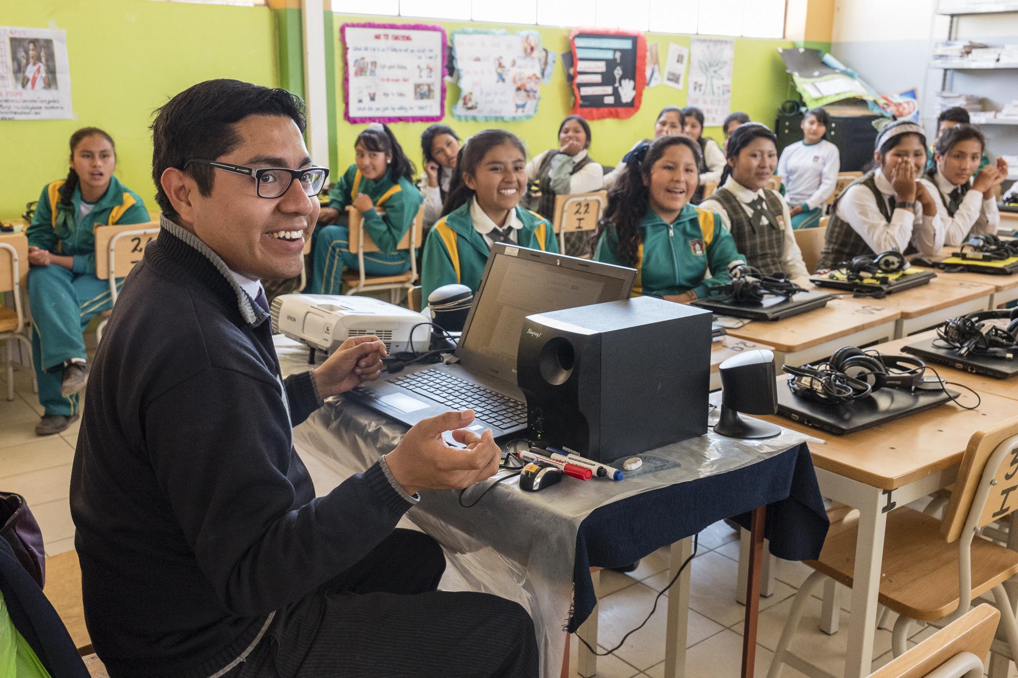87 colegios recibieron conectividad gracias a alianza entre Entel y Enseña Perú